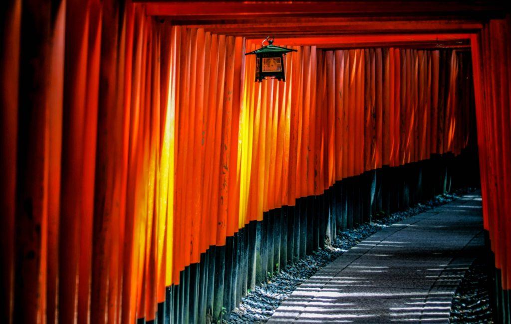 Rue japonaise rouge